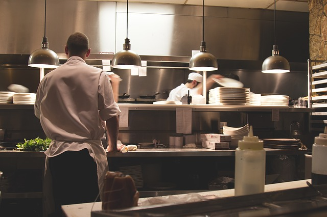 kuchaři v restauraci